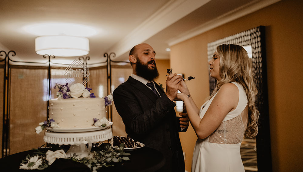 Ryan & Delaney sample the cake